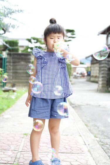 シャボン玉を吹いてる娘を撮りたくて。